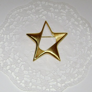 Star Brooch - Costume Jewelry