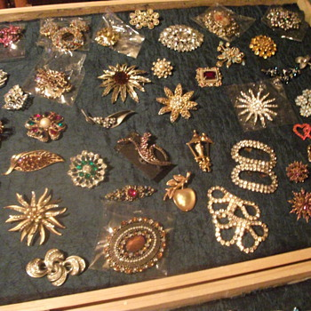 My Vintage Brooches - Costume Jewelry