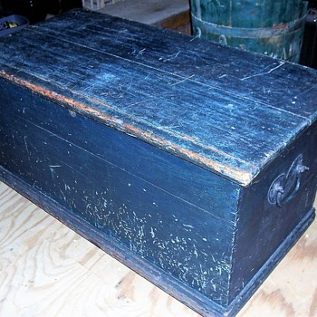 EARLY CHEST - Furniture