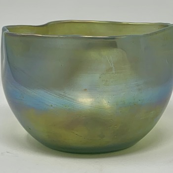 Unusual Loetz Bowl, signed, PN and decor unknown, ca. 1900 - Art Glass