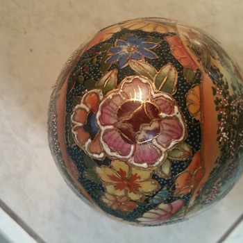 ??? Porcelain Egg  (made in china) - Asian