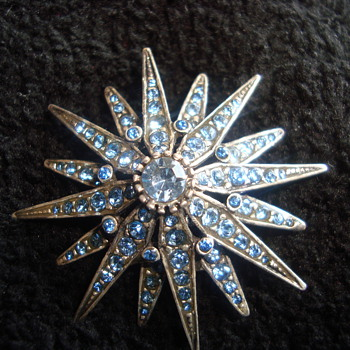 Nice star brooch - Costume Jewelry