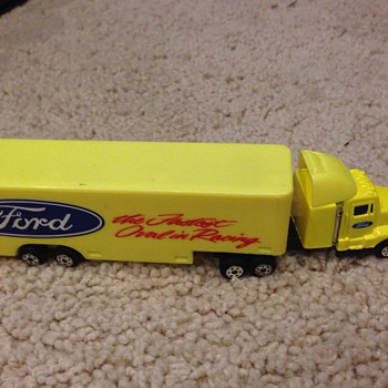 Ford Race Car Transportation Truck - Model Cars