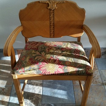 Wide wood chair with grooved armrest cushion seated engraved - Furniture