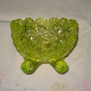Daisy and Button Pattern Dish/Vaseline Glass by Anchor Hocking