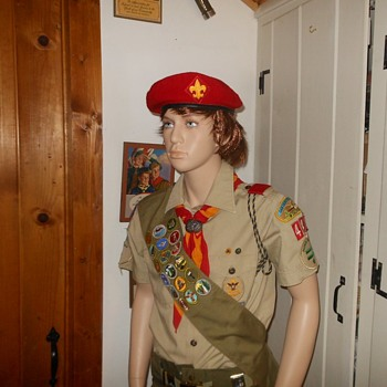 Spiffy Red Boy Scout Beret 1970s Possibly 1980s - Medals Pins and Badges