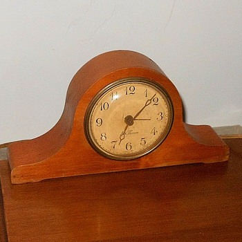 Seth Thomas Model 15483 Windup Mantlette Alarm Clock - Clocks