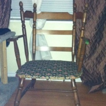 Mystery Canadiana chair  - Furniture