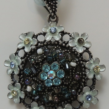 Pendent - Hoping Someone Could Recognize - Costume Jewelry