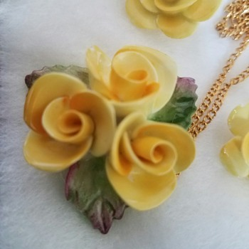 Cara Staffordshire sunny bone china - Yellow Roses Pendant and Earrings - Costume Jewelry