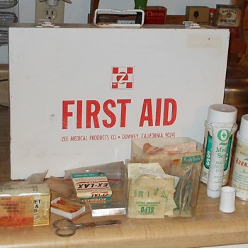 Zee First Aid Kit Large Wall Hanging Set Industrial