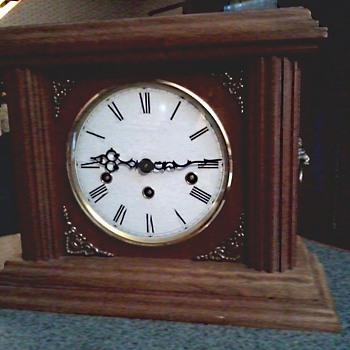 "Mason and Sullivan ""Kit"" Oak Mantel Clock / 8 Note Hermle Movement / Westminster , Whittington , St. Michael's/ Circa 1980's - Clocks"