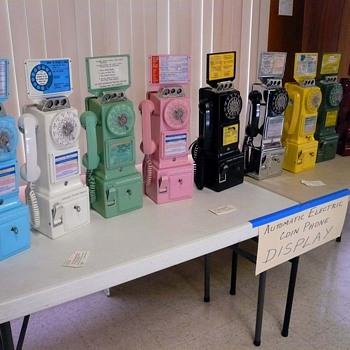 Automatic Electric Payphone Display at the 2007 San Jose TCI Phone Show - Telephones