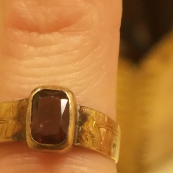 Family Garnet Ring Etched sides, Very Old - Fine Jewelry