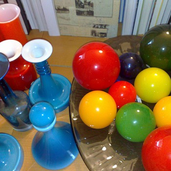 In addition to the Holmegaard vases, here are some Holmegaard balls. - Art Glass