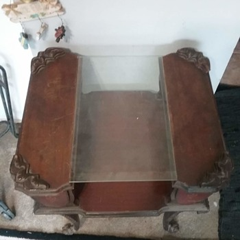 possible victorian table - Furniture