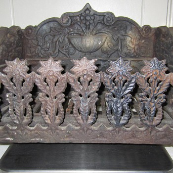 "ANTIQUE VICTORIAN GOTHIC ""COAL BASKET"" FIREPLACE GRATE - KH&Co No.60"