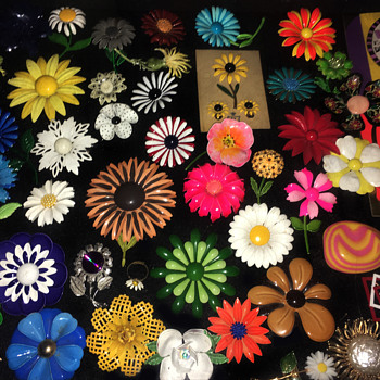 Vintage 1970s Enamel on Metal FLOWER POWER brooches / pins
