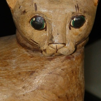 Folk Art Carved Cat With Moveable Head - Animals