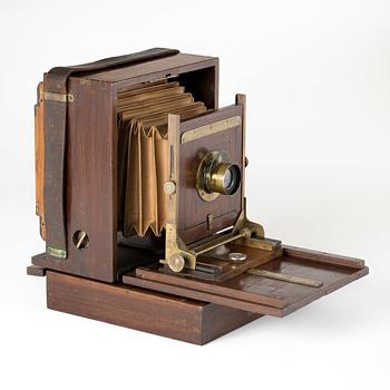 Gibbs Camera (½-plate format), 1888 - Cameras