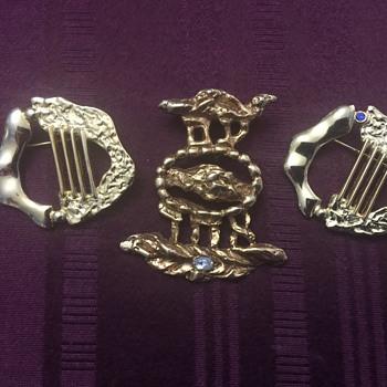Three brooches - Costume Jewelry