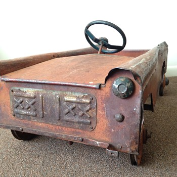 1930s Rusted Pedal Car - can you help me identify the make? - Toys