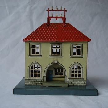 Tin Telegraph Station - Model Trains