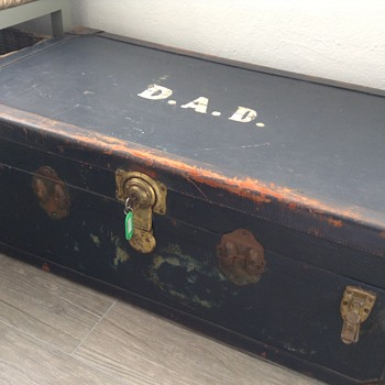 Help needed with this vintage trunk/steamer! - Furniture