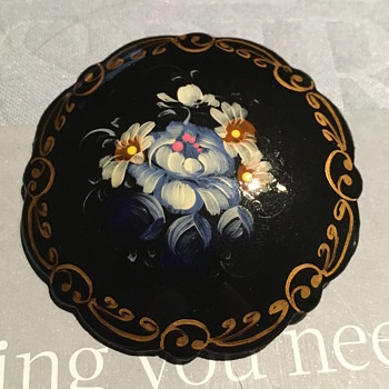Beautiful painted Brooch - Fine Jewelry