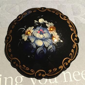 Beautiful painted Brooch - Fine Jewelry