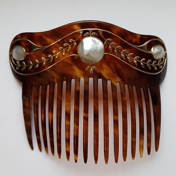 Art nouveau Murrle Bennett comb, turtle shell 9ct gold and mabé pearls. Kyratised! - Accessories