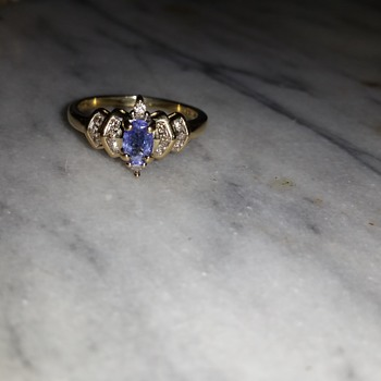 Tanzanit and diamond 10k gold ring