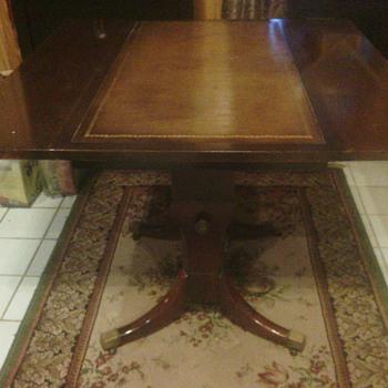 Mahogany, adjustable table - Furniture