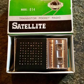 Satellite pocket transistor radio, early 1960s. - Radios