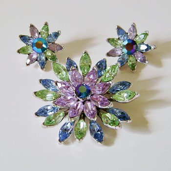 Trifari Brooch Set - Costume Jewelry