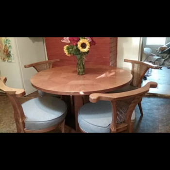 Dinette set - have searched and searched and no clue! - Furniture