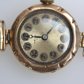 Mystery Rolex Rose gold 9c watch found in an old box. - Wristwatches