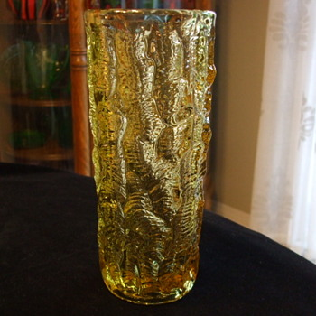 All-Over PEANUTS Golden Amber/yellow VASE- Who Dunnit? - Art Glass
