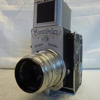 Exakta 66 (vertical) - Cameras