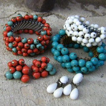 1960's painted wood and glass beads from Japan - Costume Jewelry