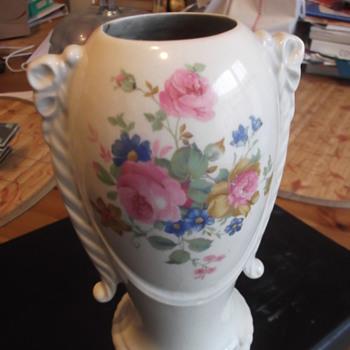 UNKNOWN PORCELIN VASE PLEASE HELP I.D. - Pottery