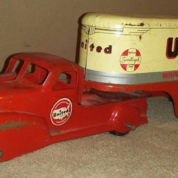 1940's Marx United Van Lines Truck - Model Cars