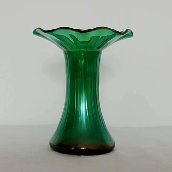 Loetz emerald green iridiscent fluted vase - Art Glass