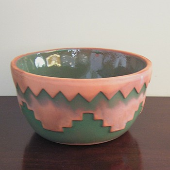 Terracotta bowl with Native American influence. Help needed with maker - Pottery