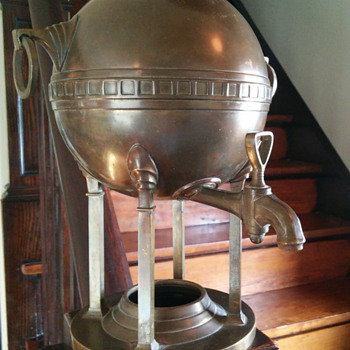 Neat brass/copper samovar