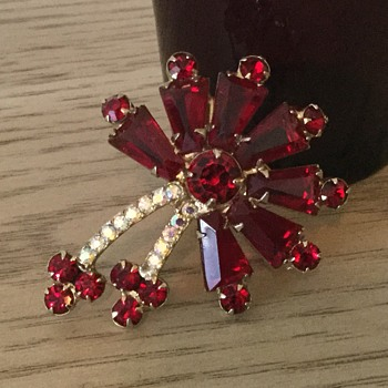 D & E RUBY RED KEYSTONE....through the years 1958-1963 - Costume Jewelry