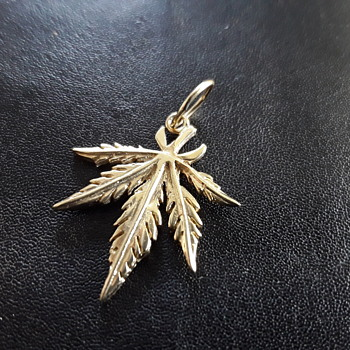 Interesting  Leaf - Fine Jewelry