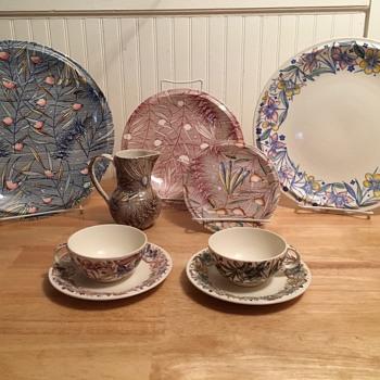 "Vernon Kilns ""Fantasia"" Dinnerware - 1940 - Pottery"