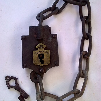 Chain lock & key. - Tools and Hardware