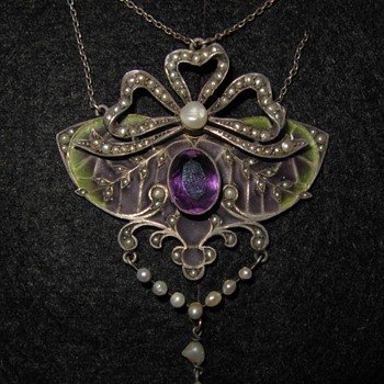 Early 20th century plique-a-jour pendant. - Fine Jewelry